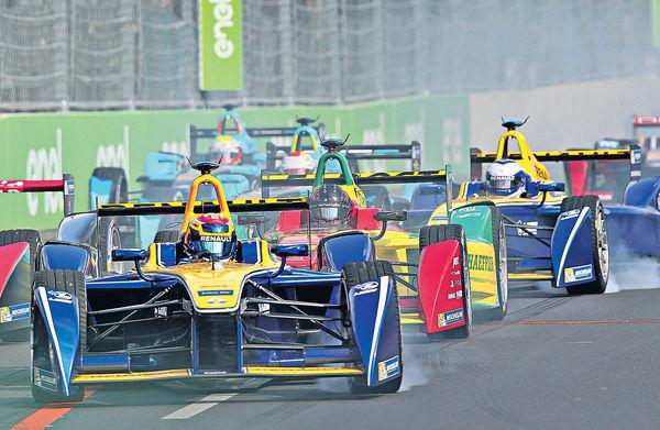 Formula E明舉行 賽道掛布幕防圍觀