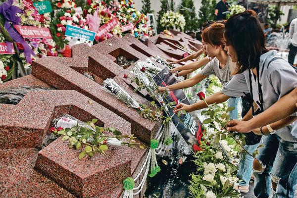 泰民眾赴大學 悼屠殺40周年