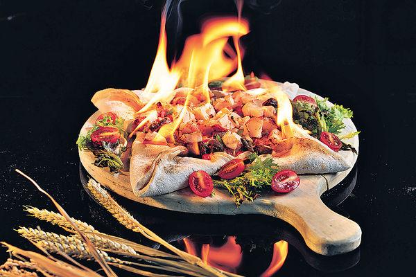 火焰薄餅桌上開火