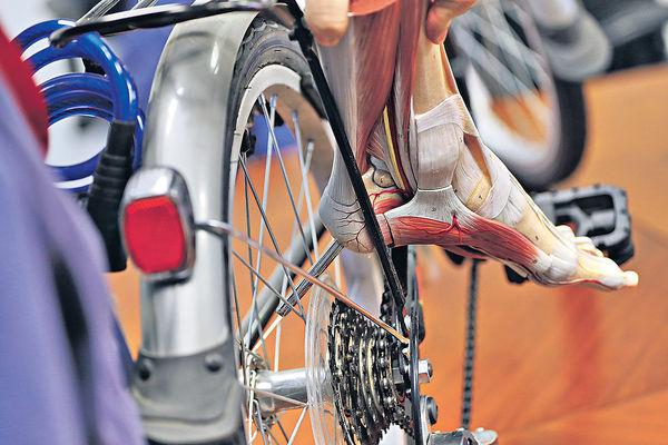坐單車腳攝車輪 小童恐截肢