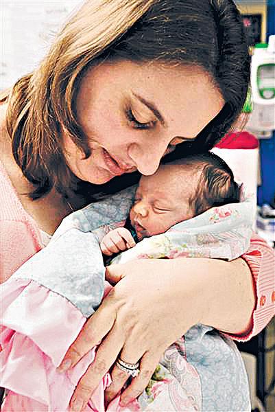 取出娘胎切腫瘤 女嬰「出生兩次」