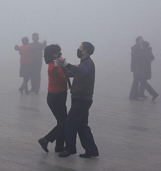 內地首發大霧紅色預警 多地交通癱瘓