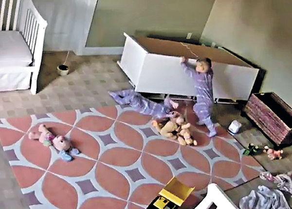 衣櫃壓孖生弟 兩歲哥獨力救