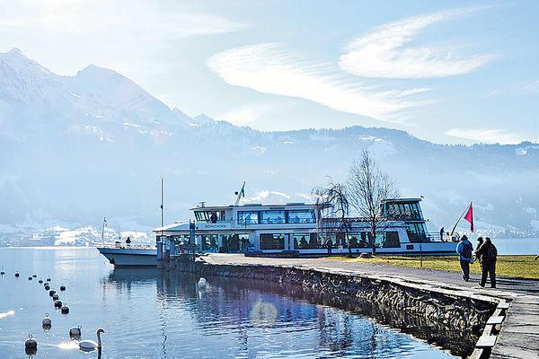 安坐老式遊船 冬遊瑞士圖恩湖