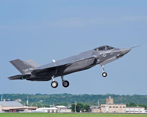 美F35戰機首部署海外 駐日本牽制中朝