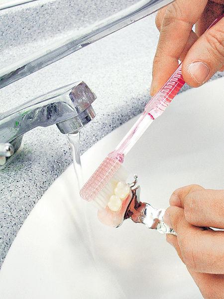 牙膏多含氟化物 可致小童白斑牙