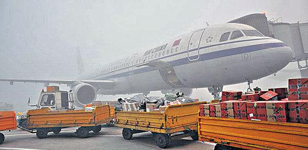 2萬人滯留 成都機場癱瘓