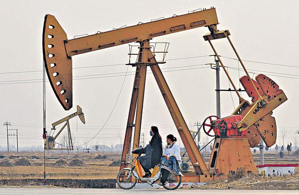 產油國減產 兩因素左右油股