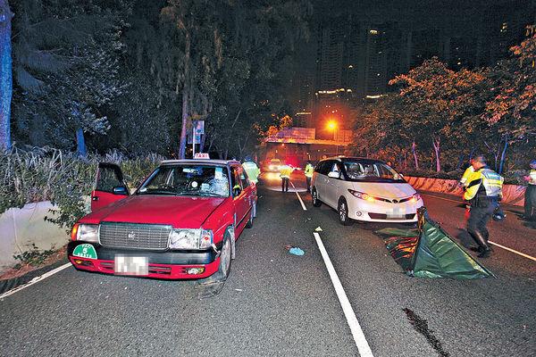 推助行架走馬路 神秘男遭2車撞斃