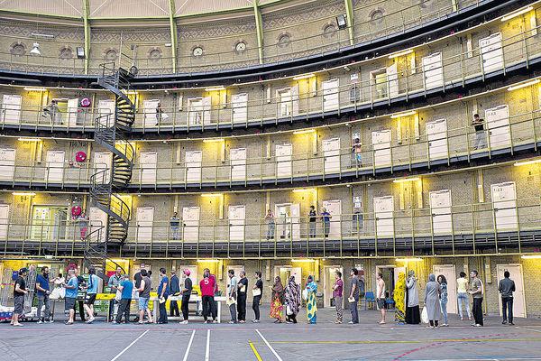 荷蘭監獄現空室潮 變身難民營