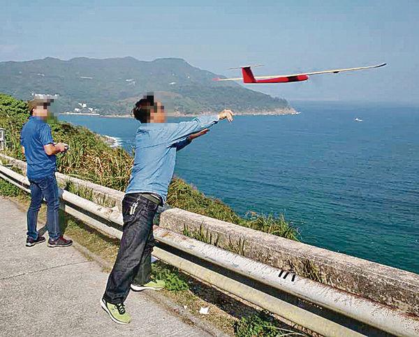 模型滑翔機吹番轉頭 撞爆「機師」眼角