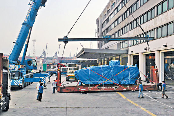 9裝甲車移至碼頭 料將歸還新加坡