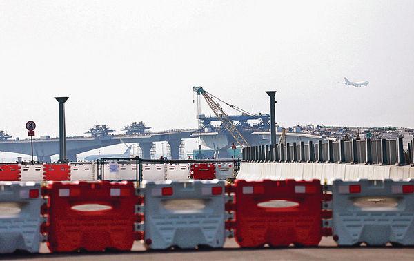 張炳良︰主橋料超支 港珠澳大橋年底完工