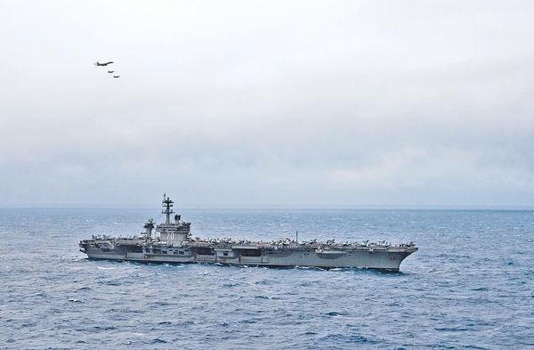 美航母再闖南海 解放軍實時監控