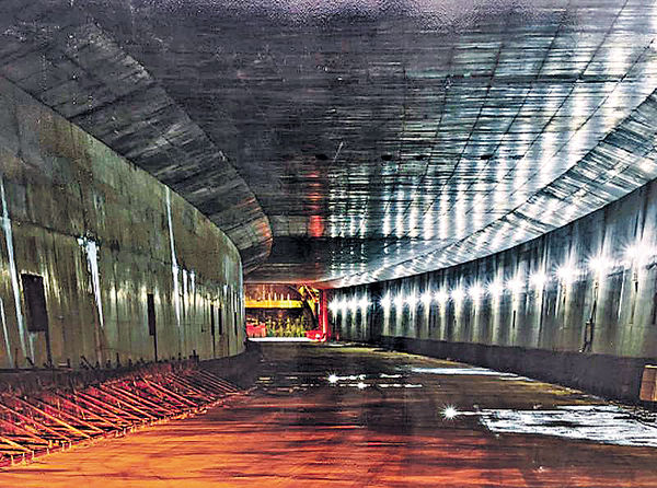 港珠澳大橋拱北隧道貫通 破多項紀錄