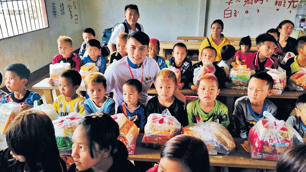 李雨陽泰北探訪學童