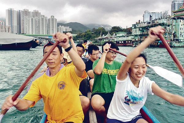 跟專業教練 免費學划龍舟