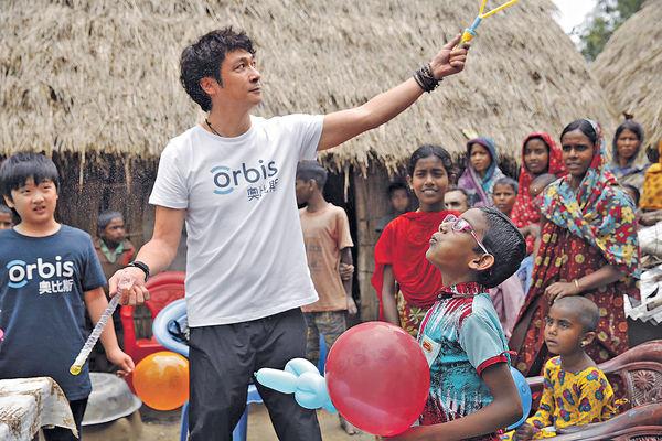 吳鎮宇帶囝囝孟加拉行善