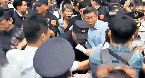 反年金改革 台示威毆立委
