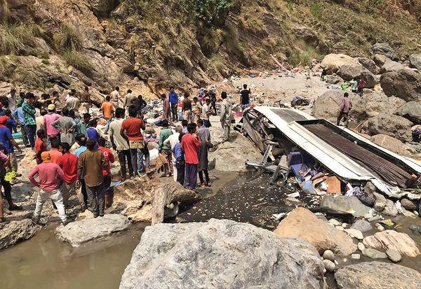 印度巴士墮河 至少44死