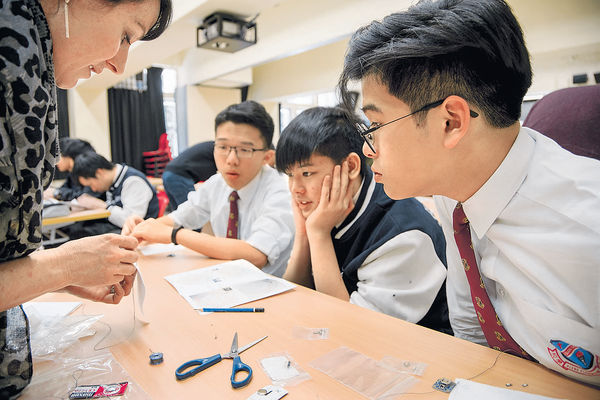 外國藝術家到訪 校園解構光影科技