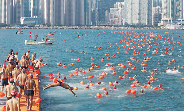 尖沙咀游到金紫荊 維港泳重回經典賽道