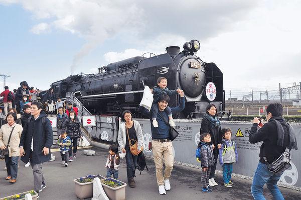 鐵道迷京都朝聖 試乘蒸氣火車