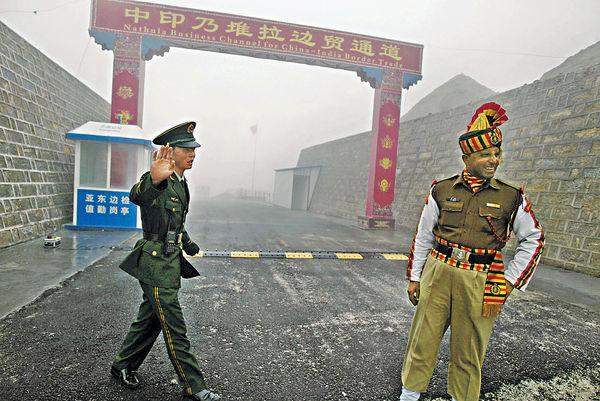 中印邊境對峙20天 美日印航母軍演