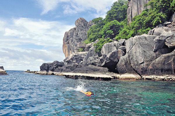 泰國龜島 潛海底遇軍艦