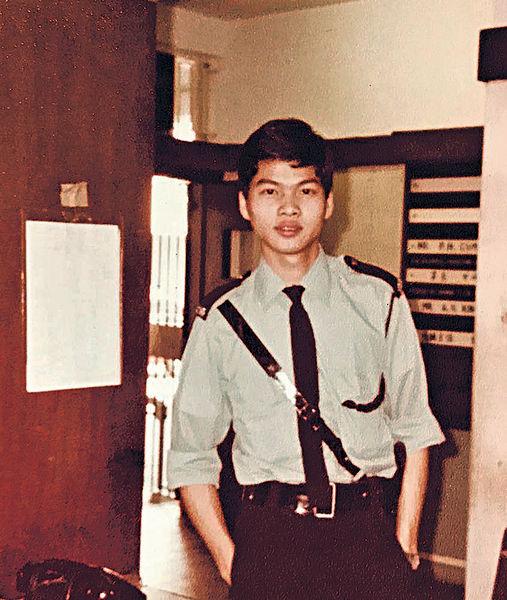 曾做樓面倉務 18歲入警隊 保安局區志光紅褲子出身