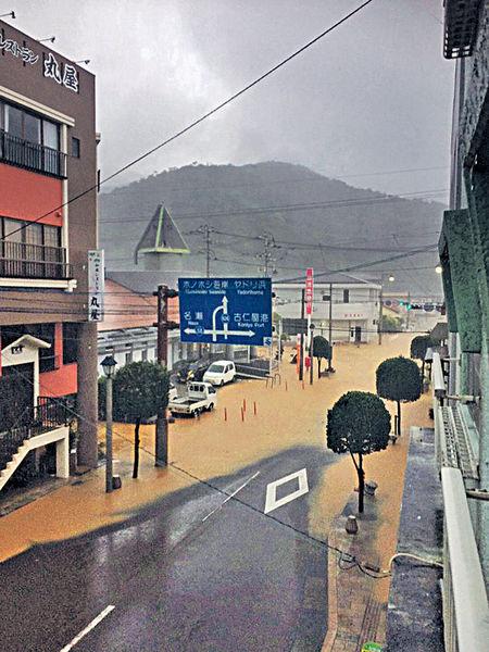 長命颱風「漫遊」九州