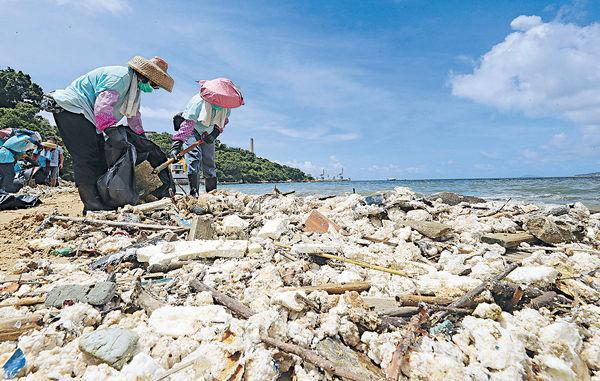 封閉泳灘增至13個 200噸油脂未清理