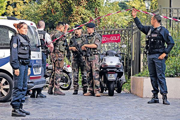 巴黎市郊汽車 蓄意撞士兵6傷