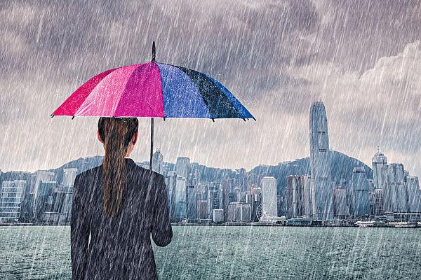 港人雨季勁用1400萬膠傘袋