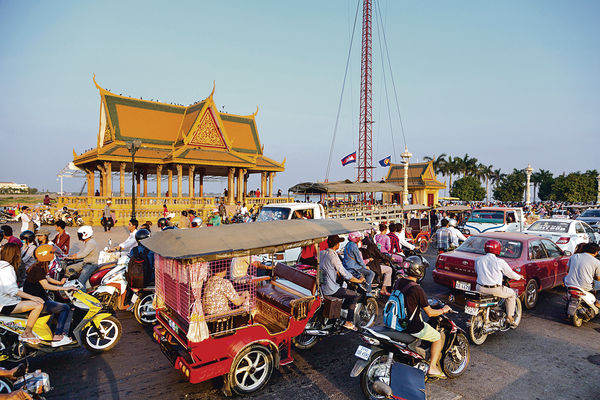 須受訓半年 近100柬傭料年底登場