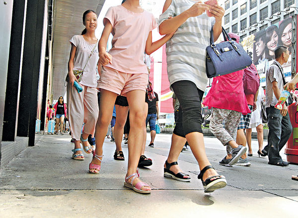 天氣熱空氣差降意慾 願步行代搭車 人數減15%