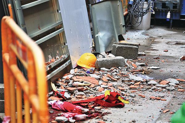 外牆瓷磚剝落 擊斃地盤工