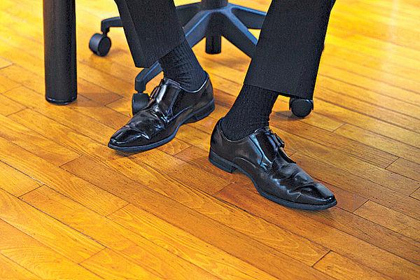 辦公室長坐 「UN」腳改善血液循環