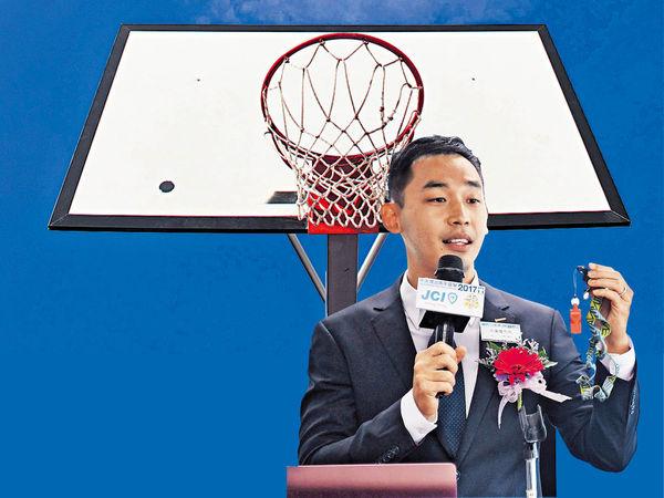 籃球場上醒悟 成良師助青年 邊青變傑青
