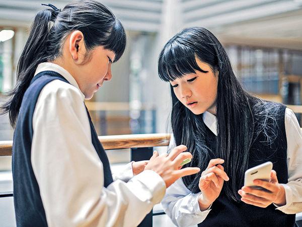 學生玩手機多過做運動 中風年輕化