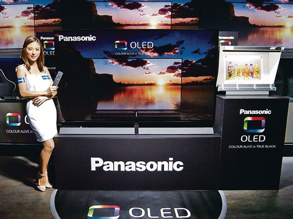 Panasonic 77吋電視 媲美電影效果