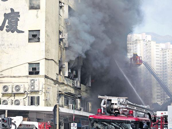 工廈3級火 燒足8個鐘