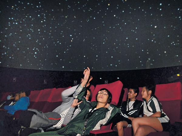 暗黑太空館 弱視學生學習觀星