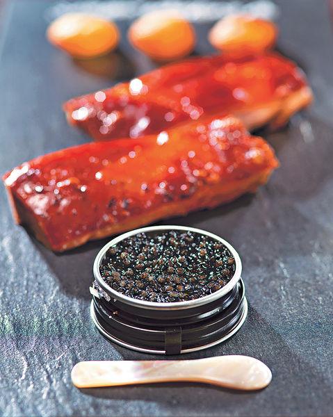 尖東法式小餐館 烤乳豬伴魚子醬