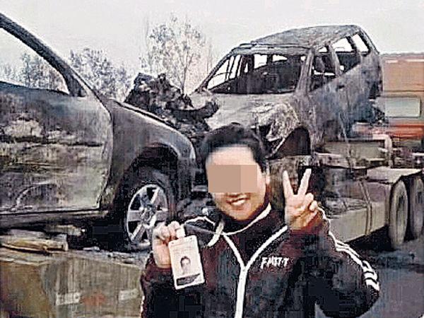 慘烈車禍現場帶笑拍照 女記者惹公憤被炒