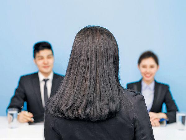 「CV化粧師」代寫履歷 突出求職者優勢
