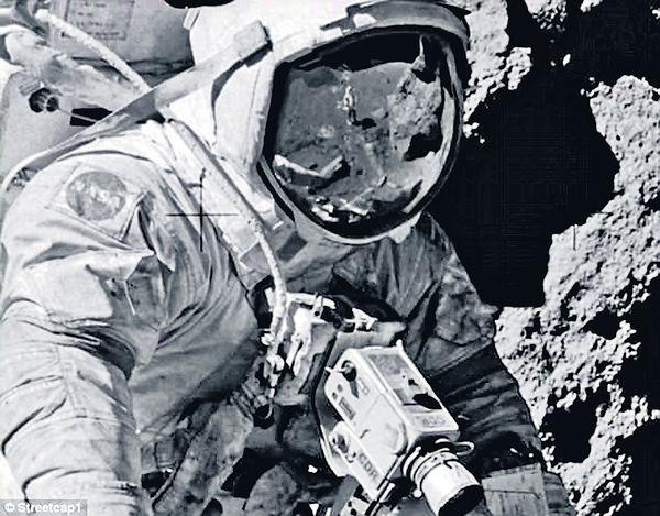 太空人穿「背心」 登月又傳造假