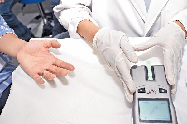 「輝瑞流動健康檢查站 主動出擊 巡迴全港 免費提供心血管健康資訊」