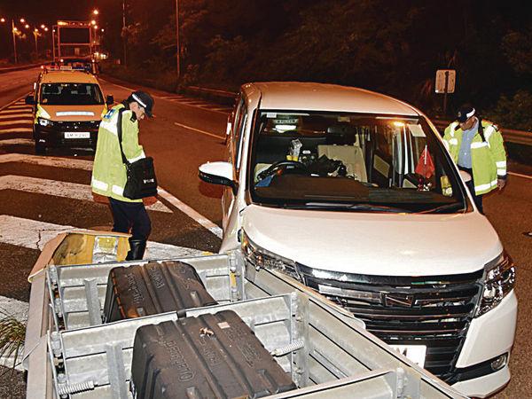 7人車失控撞欄 44歲司機不治