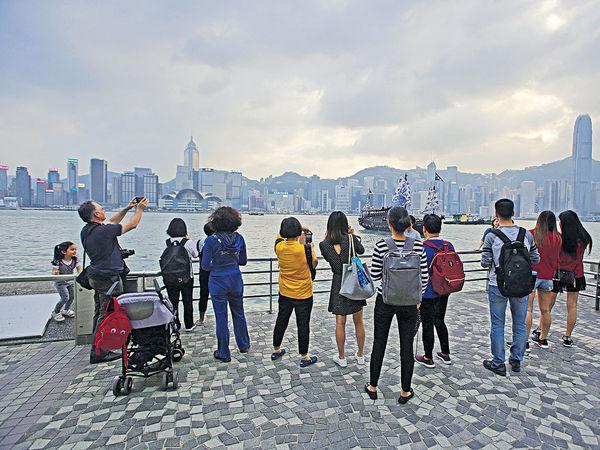 首10月4800萬訪港旅客 升2.7%